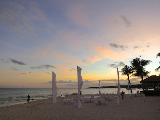 A travel blogger's year in review. Through sunsets. Riviera Maya