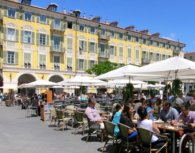 Things to do in Nice, outdoor cafe