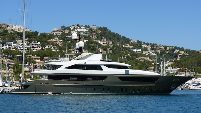 Renting a luxury yacht in the Balearic Islands