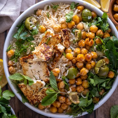 Baked rice with chickpeas and crispy tofu feta