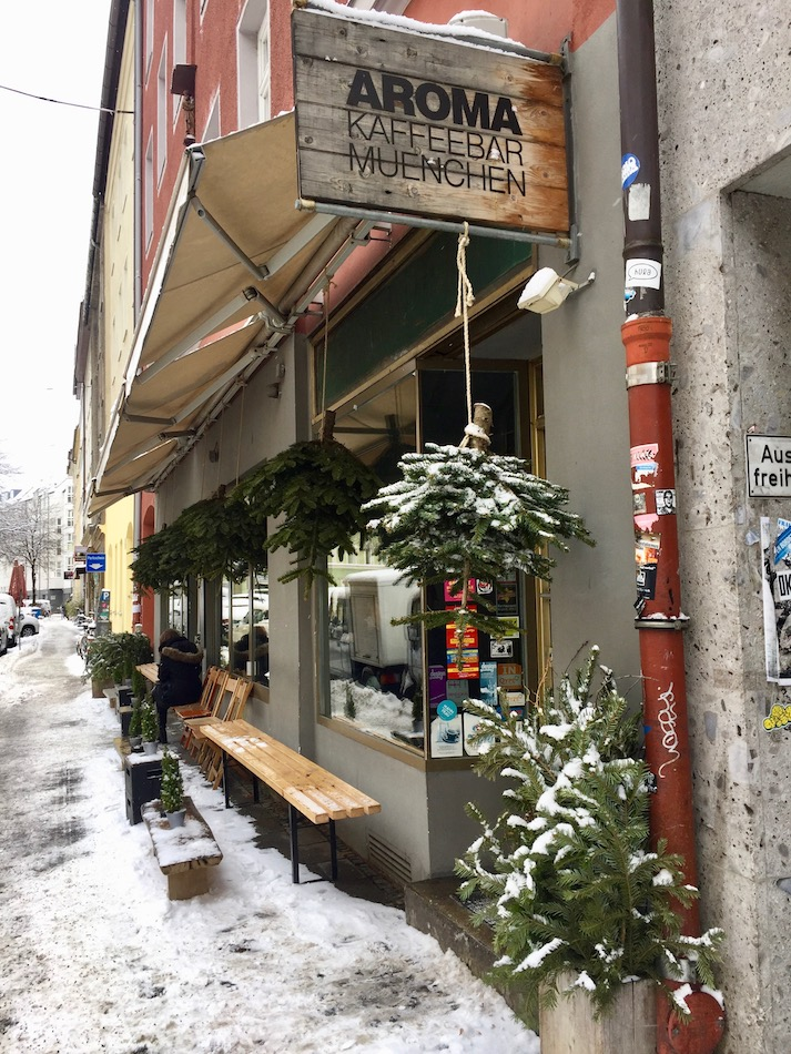 Things to do in Munich in the winter, go to a cafe.