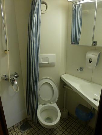 Laivahostel Borea, Turku (cabin bathroom)