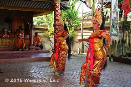 20110730_balinese-barong-dancers