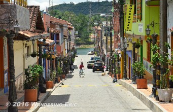 20140819_typical-little-street-in-guatape