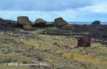 20141106_fallen-moai-by-the-water