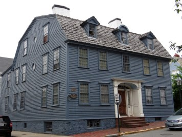 Hidden History: Wandering Colonial Newport