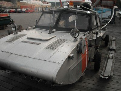A car used for rescuing people from icy areas (at the Forum Marinum museum).