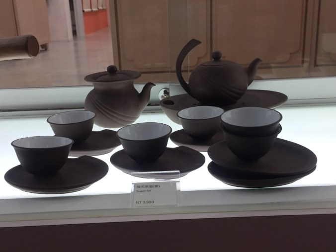 amazing-clay-teapot-and-cup-set