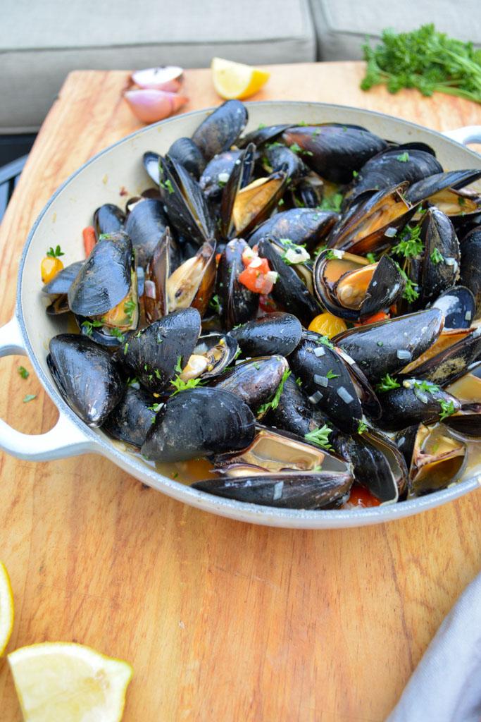 Easy Grilled Mussels à la Marinière