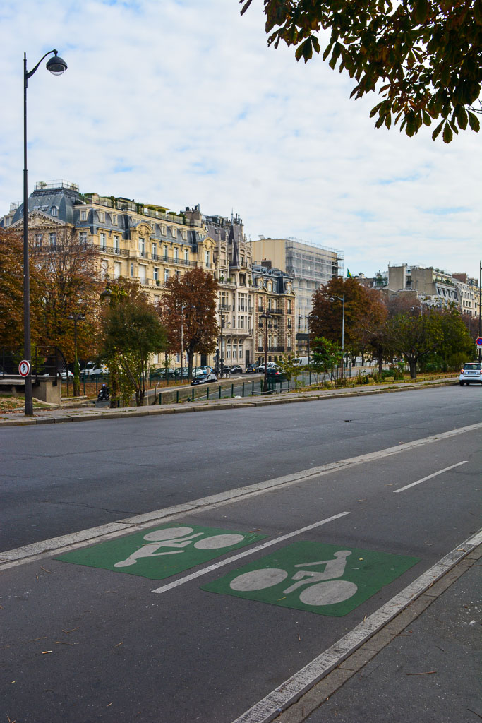 Comprehensive Guide to Paris:  Bike lanes in Paris