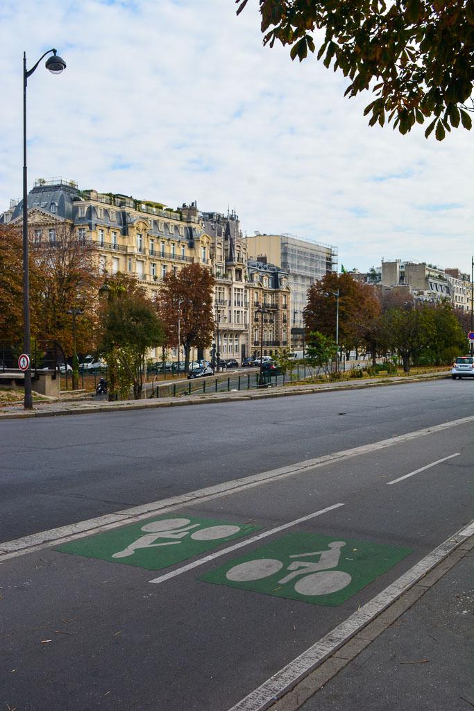 Comprehensive Guide to Paris:  Bike lanes in Paris