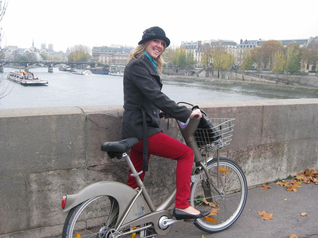 Comprehensive Guide to Paris:  Riding Velibs in Paris