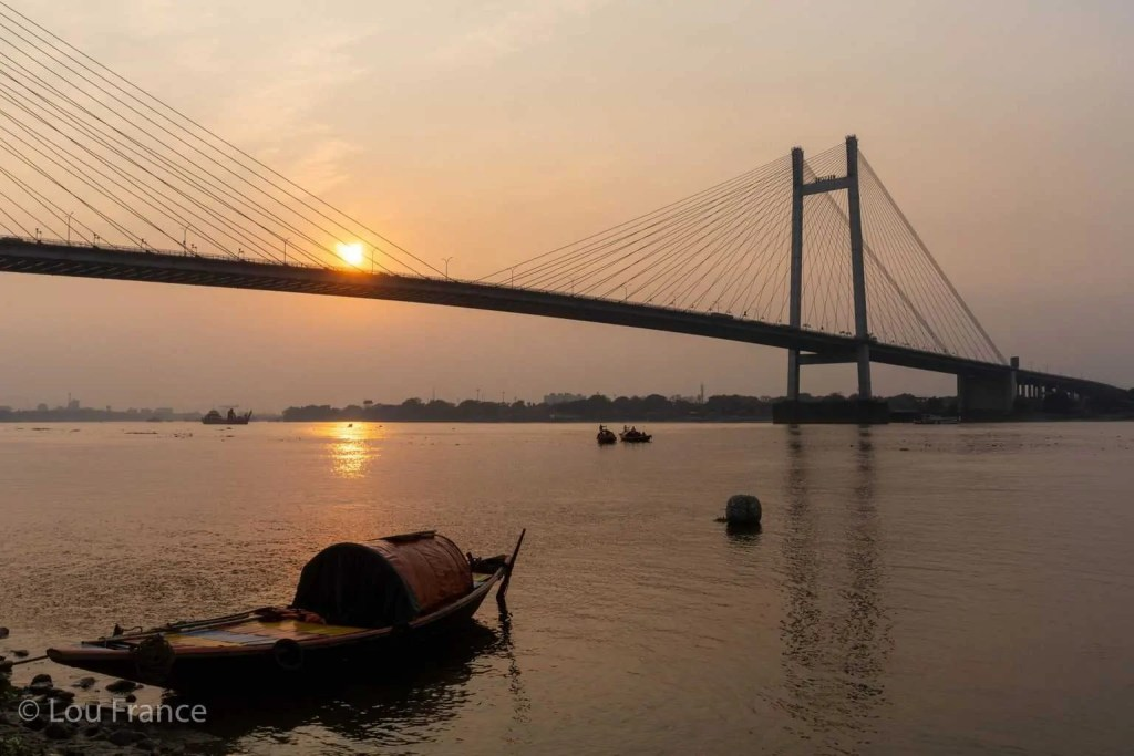 The second Hooghly bridge is one of the best places for photography in Kolkata