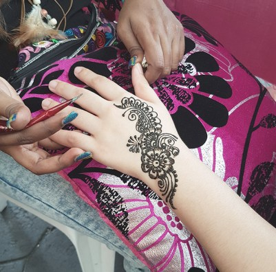 Henna in process