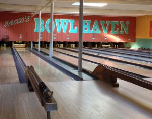 Boston - Candlepin Bowling
