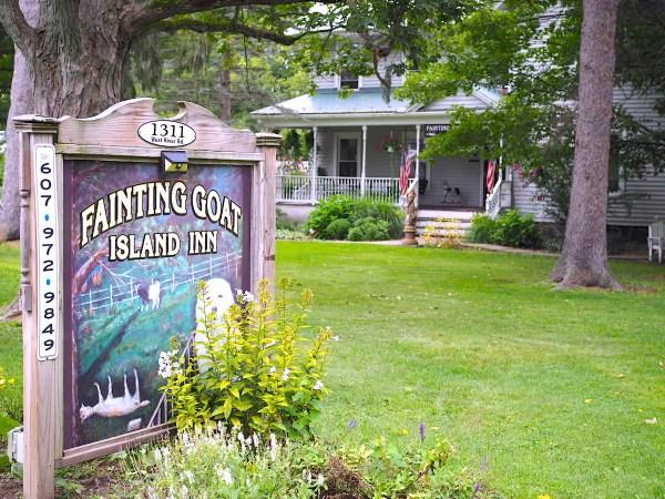 Fainting Goat Island Inn