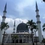 現在(2016.4.30)修復中。マレーシアのブルーモスク(Sultan Salahuddin Abdul Aziz Shah Mosque)