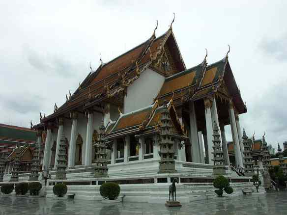 800px-Bangkok_wat_suthat_001 Top 10 cities in the world