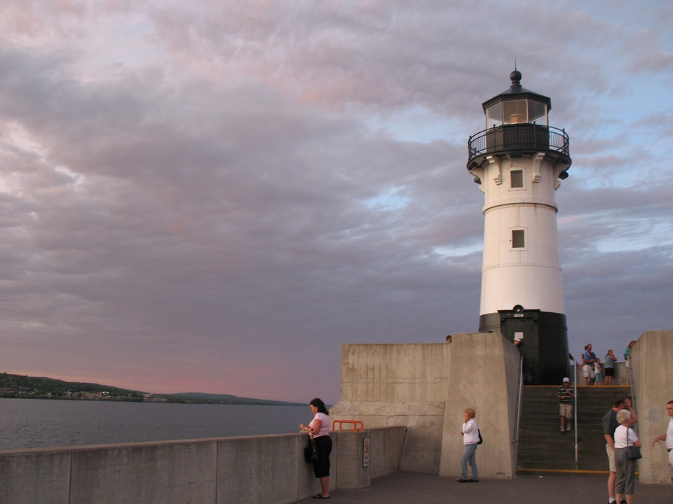 lighthouse-2104530_960_720.jpg