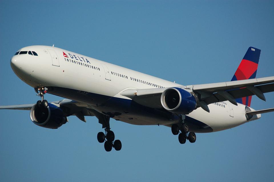 airplane-749542_960_720.jpg