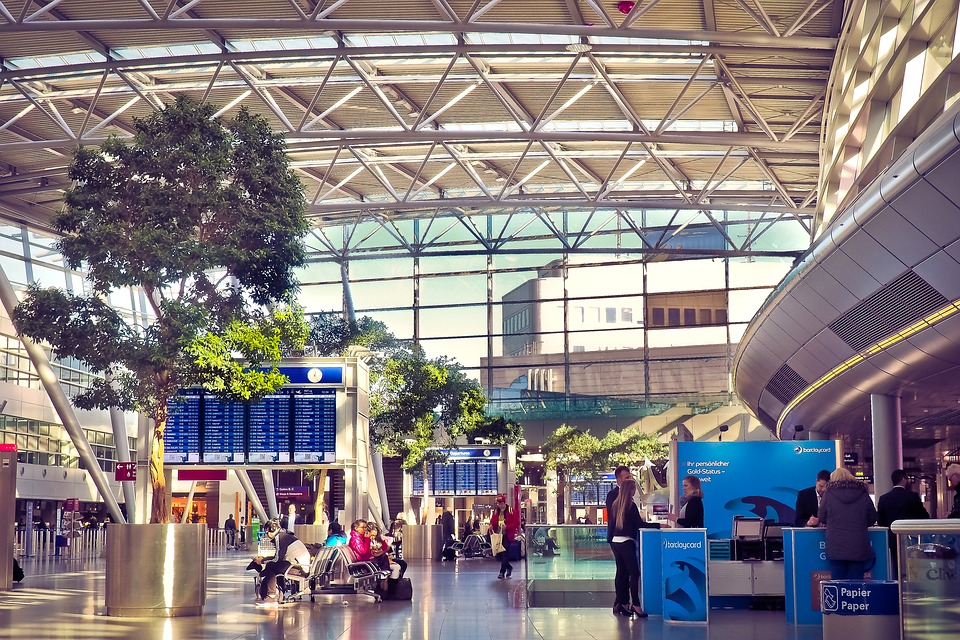 airport-2085263_960_720.jpg