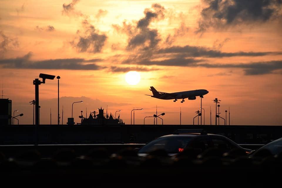 airport-2251880_960_720.jpg