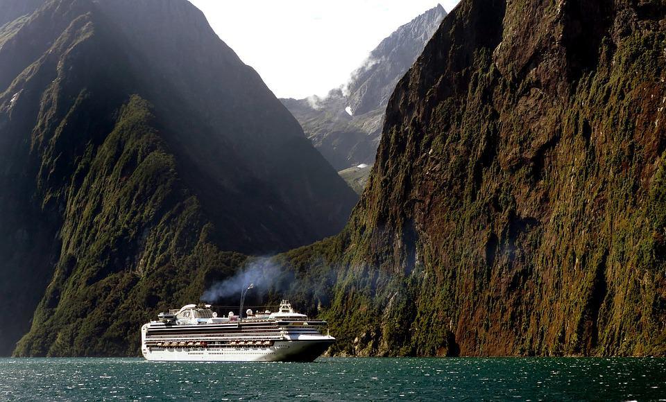 cruise-ship-1775445_960_720.jpg