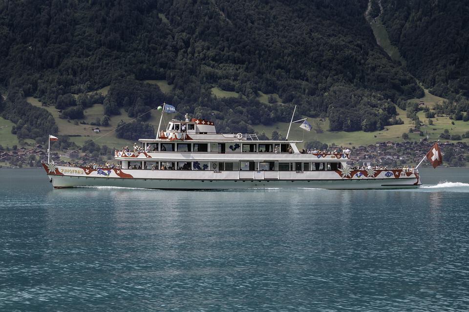 Boat Lake Brienz.jpg