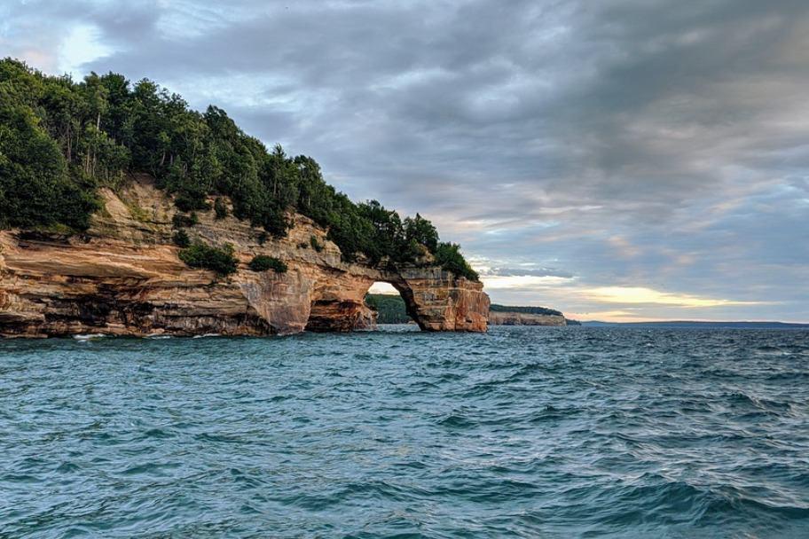 Great Lakes Kayaking - Pictured Rocks