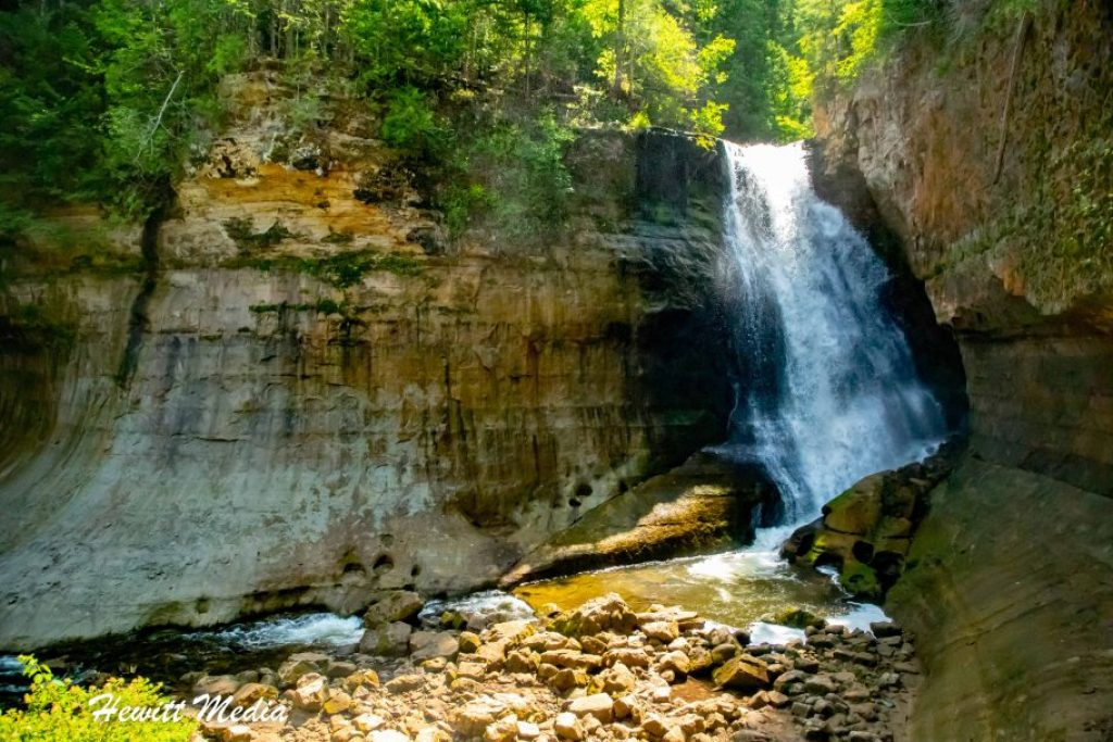 Pictured Rocks Travel Guide - Miner's Falls
