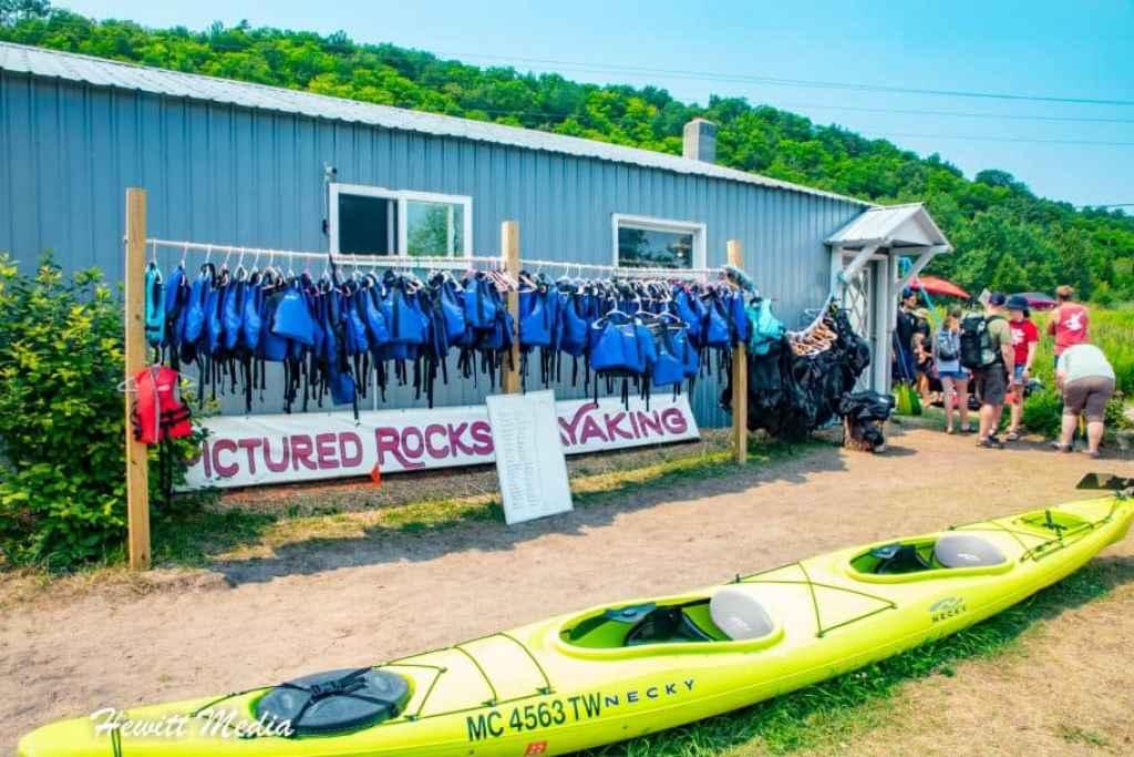 Pictured Rocks Travel Guide - Kayaking Pictured Rocks Tours