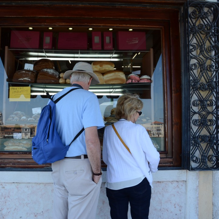 Guidecca tourist bakery shopping venice