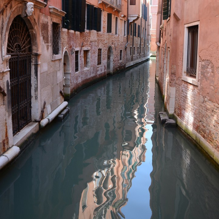 canal venice architecture