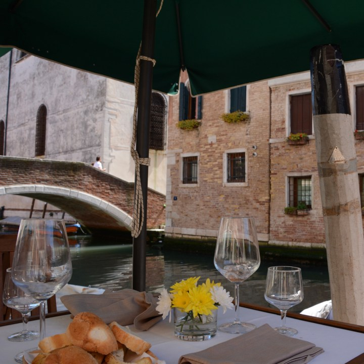 restaurant venice lunch bridge canal