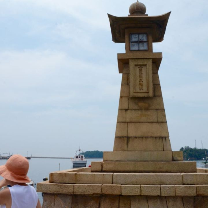 Tomonoura japan port stone lantern lighthouse