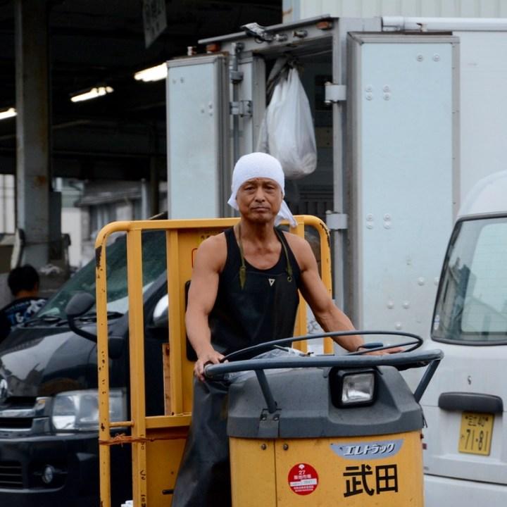 tsukuji tokyo fish market turret cart driver