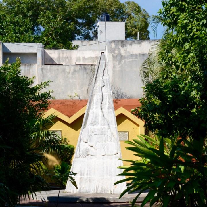 valladolid mexico parque los heroes statue