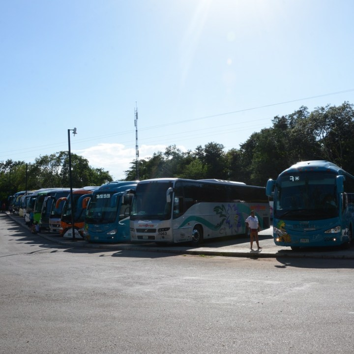 travel with children kids mexico chichen itza car park
