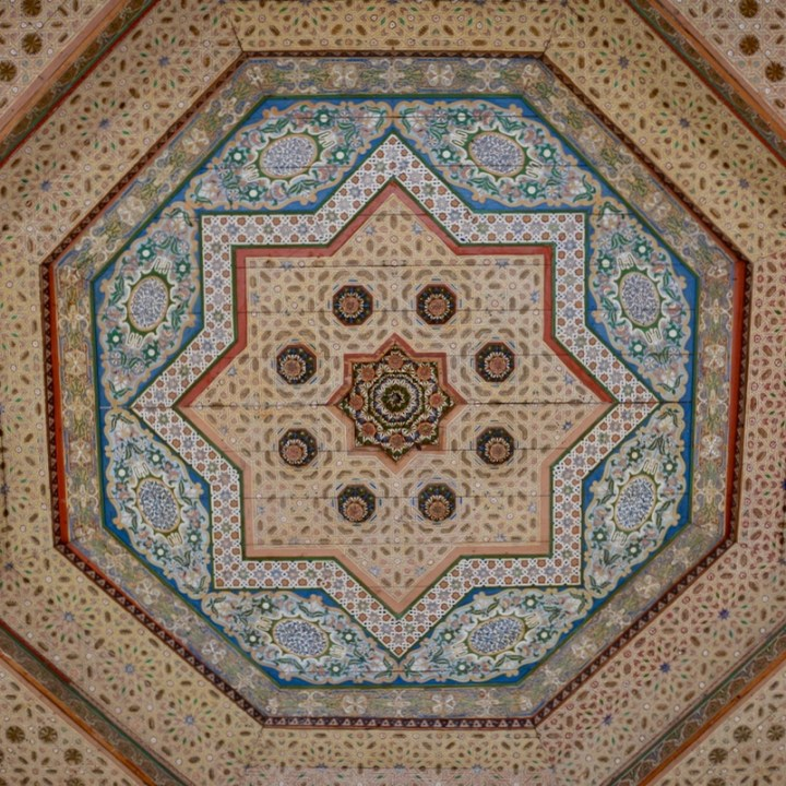 travel with children kids morocco marrakech bahia palace ceiling