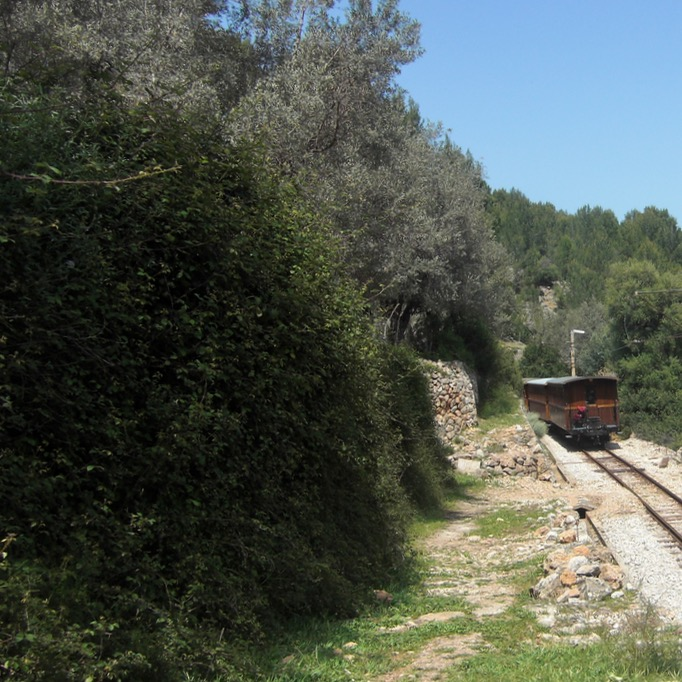 travel with kids children Soller Mallorca Spain ferrocarril de soller