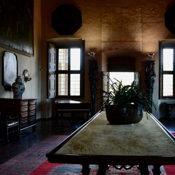 travel with kids children isola madre lago maggiore italy palazzo borromeo table