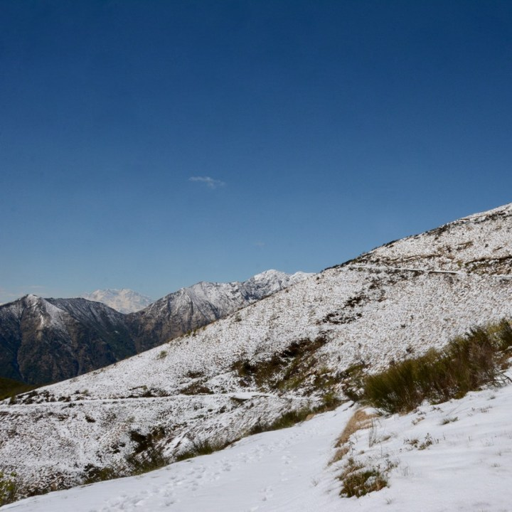 travel with kids children mount spalavera lago maggiore hiking snow track