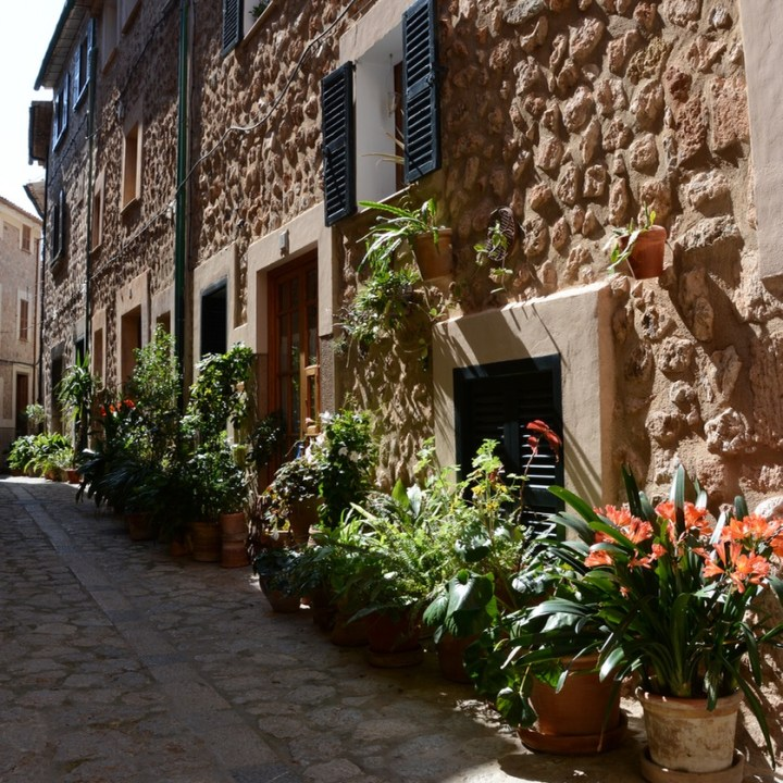 travel with kids children soller mallorca spain hiking fornalutx alley