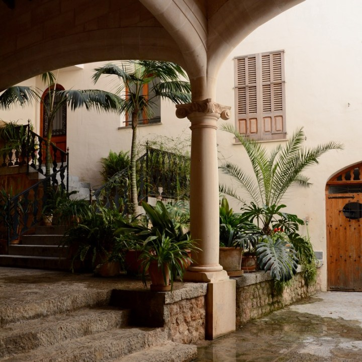 travel with kids children soller mallorca spain hiking fornalutx courtyard