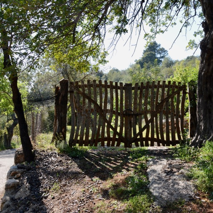 travel with kids children soller mallorca spain hiking fornalutx wooden gate