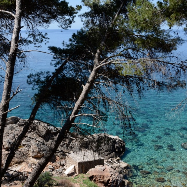 travel with kids children soller mallorca spain coastal hike ben's d'avall to cala deia boat house