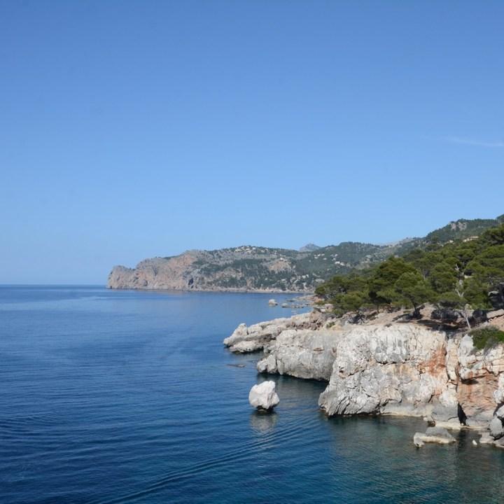 travel with kids children soller mallorca spain coastal hike ben's d'avall to cala deia coastline