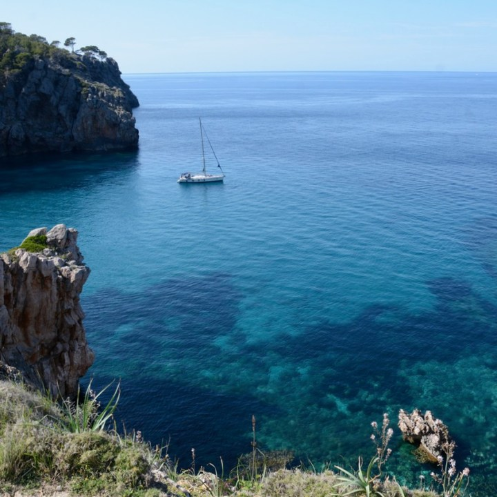 travel with kids children soller mallorca spain coastal hike ben's d'avall to cala deia sailing boat