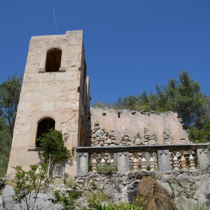 travel with kids children mallorca spain raixa estate false ruin
