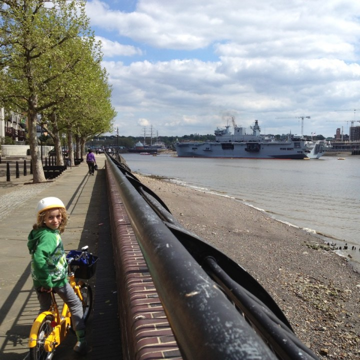 guide for cycling with kids london thames path